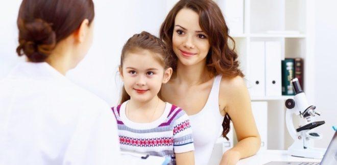 При каких симптомах обращаться к детскому гинекологу?