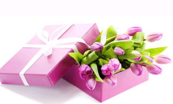 Поздравляем очаровательных женщин с праздником 8 марта!