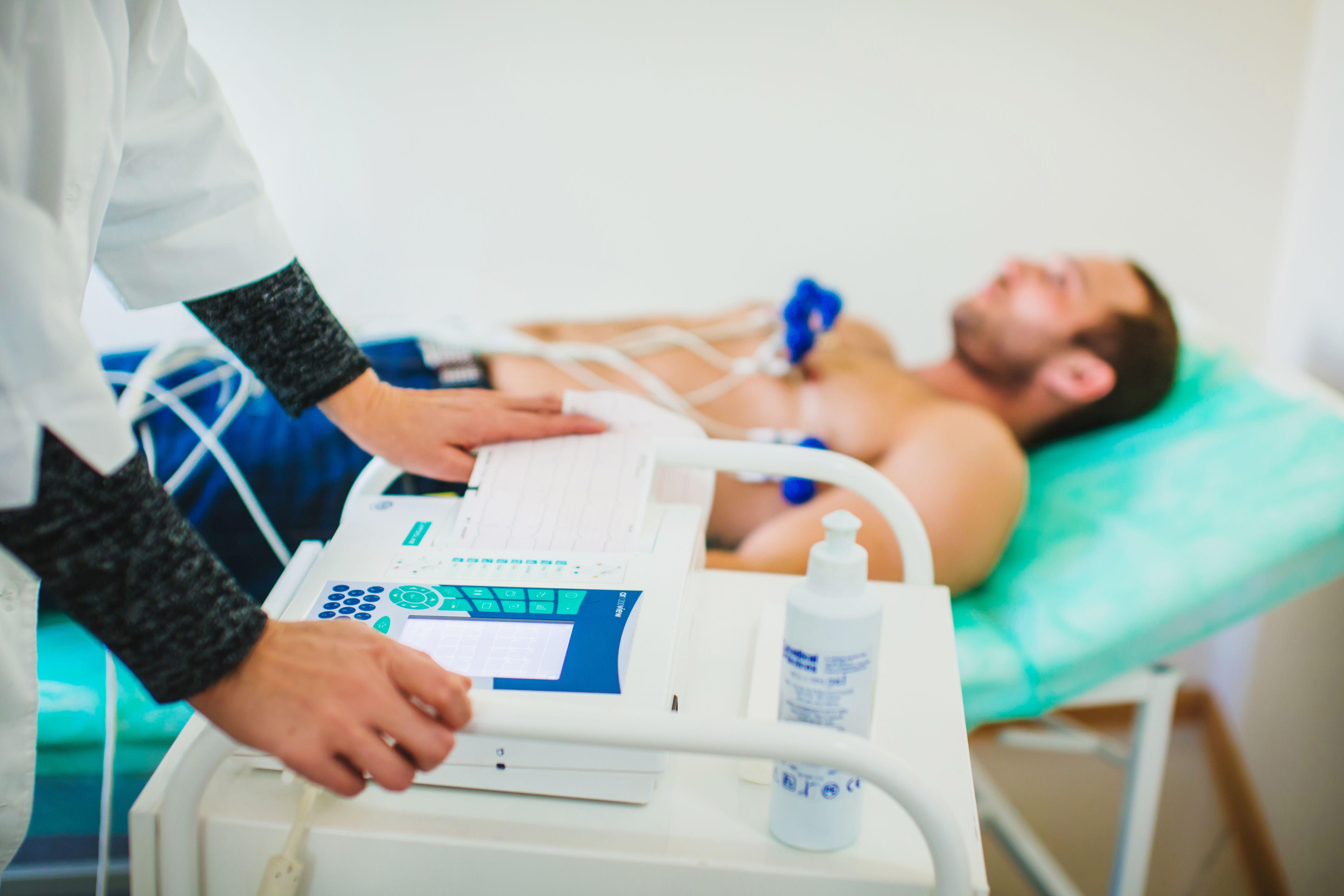 ЭКГ при консультации у кардиолога бесплатно